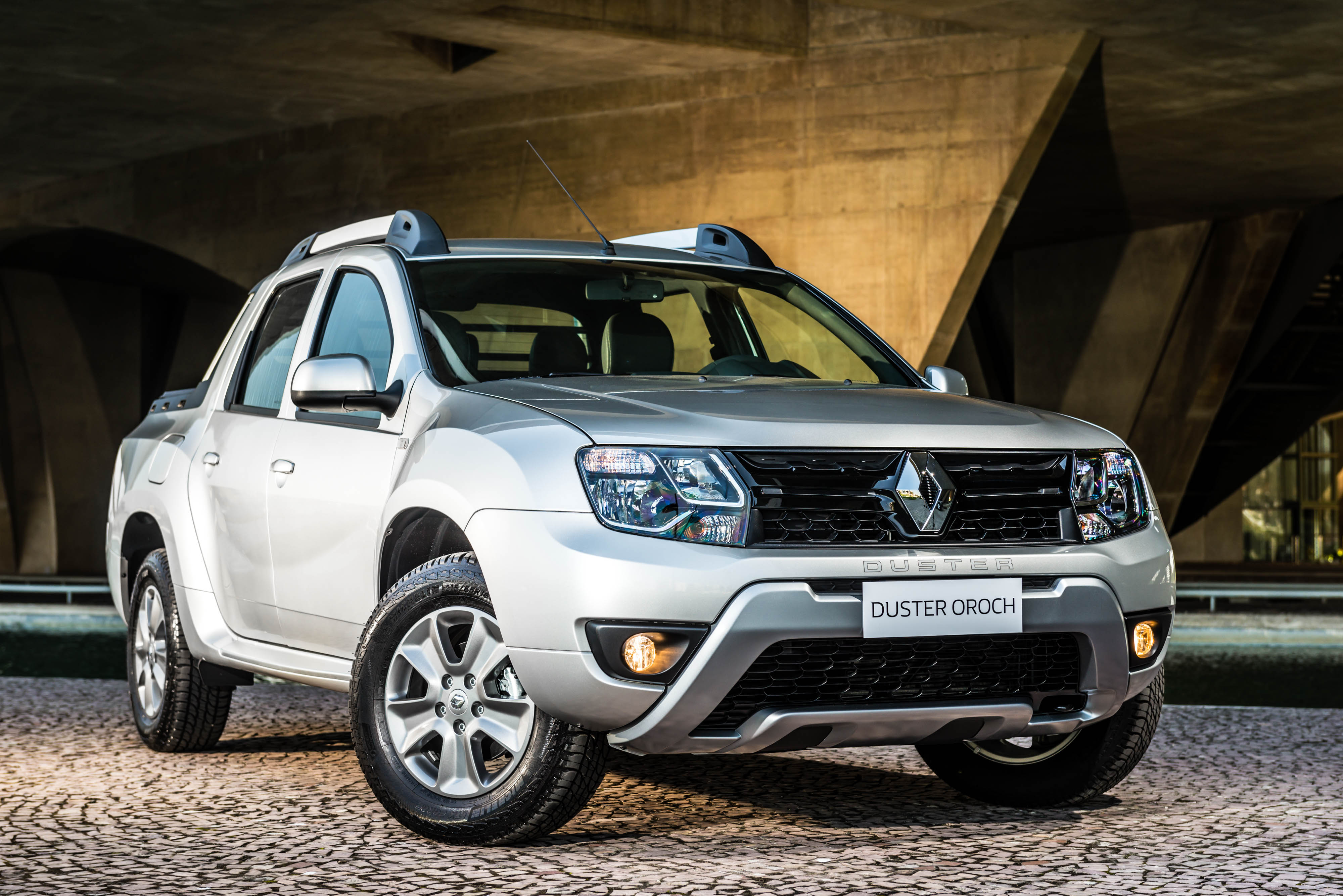 New Cars 2019 >> Renault press - Historic vehicles - Duster Oroch